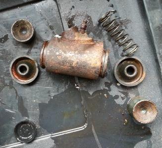 Wheel cylinder taken apart