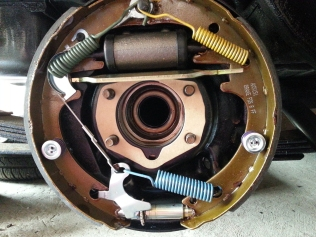 brake set and inner gasket on (awaiting additional sprng for the seperator bar under the cylinder
