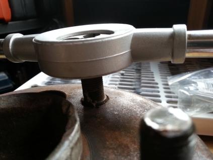 re-treading a wheel stud