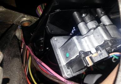 single bolt holdingthe motor in place