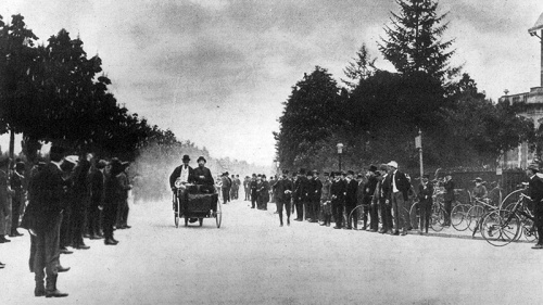 A race from Neuilly to Versailles contested by one of the steam quadricycles built by Count de Dion and Georges Bouton. (Photo by Hulton Archive/Getty Images)